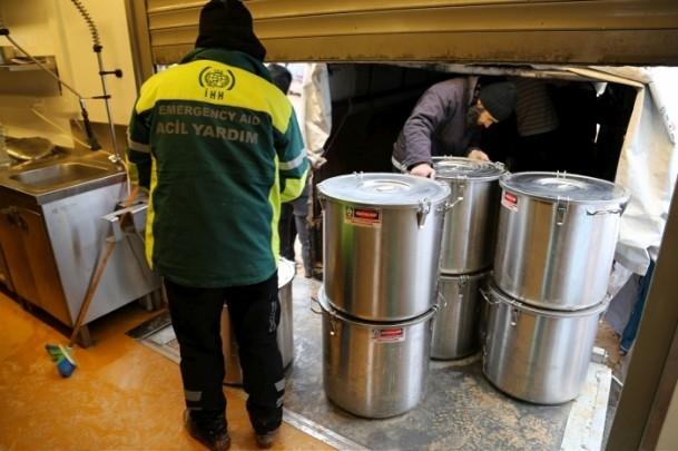 Suriye kamplarında sıcak yemek sevinci 3