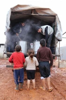 Suriye kamplarında sıcak yemek sevinci 7
