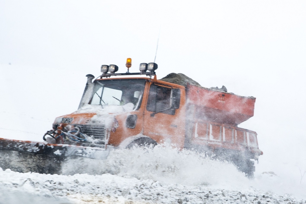 Kar yağışı yolları kapattı 10