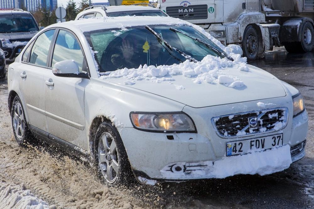 Kar yağışı yolları kapattı 8