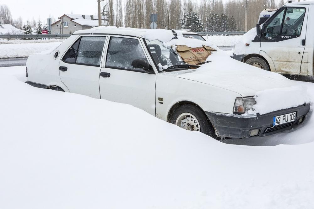 Kar yağışı yolları kapattı 9