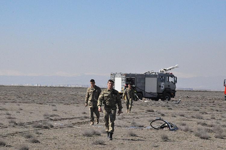 Konya'da Eğitim Uçağı Düştü: 2 Pilot Şehit 12
