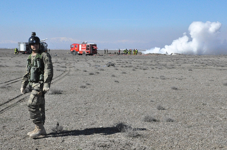 Konya'da Eğitim Uçağı Düştü: 2 Pilot Şehit 9