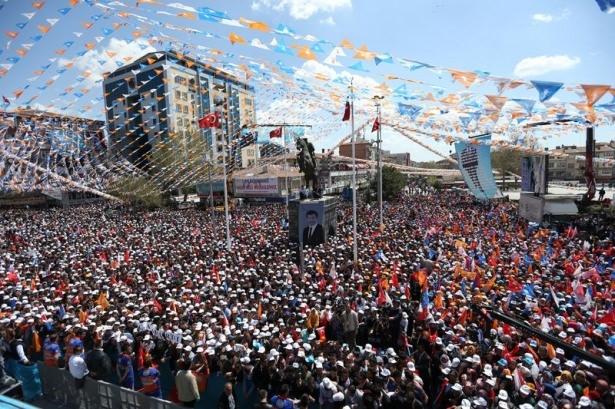 Davutoğlu Türkiye'yi il il gezdi 18