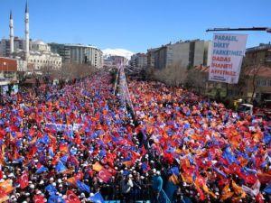Davutoğlu Türkiye'yi il il gezdi