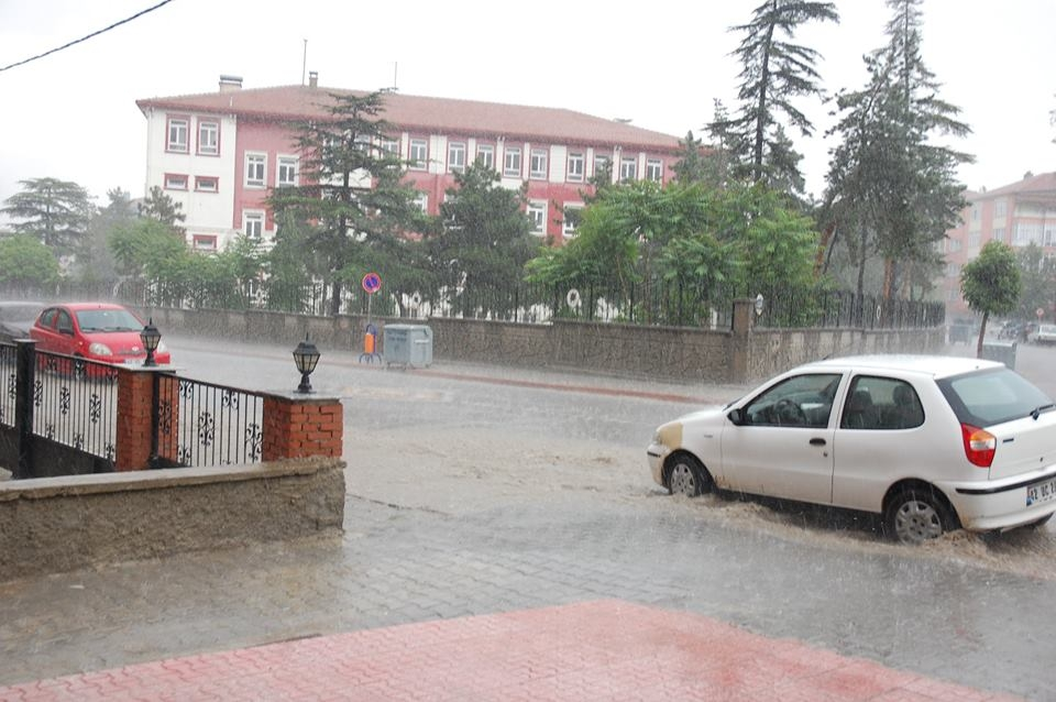 Akşehir'i sel vurdu! 1