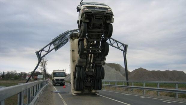 Dünyanın en ilginç trafik kazaları 1