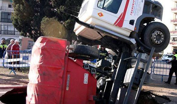 Dünyanın en ilginç trafik kazaları 32