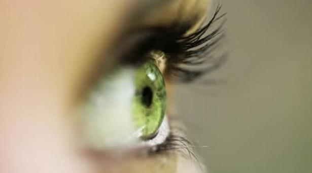 Göz seğirmesi deyip geçmeyin.. O hastalığın belirtisi! 1