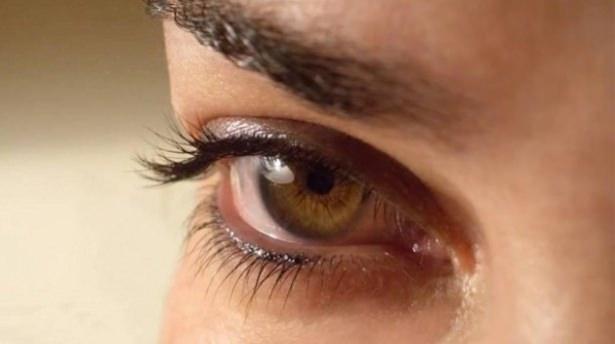 Göz seğirmesi deyip geçmeyin.. O hastalığın belirtisi! 15