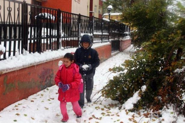 Öğrencilere ilk kar tatili Ardahan Göle'de 1