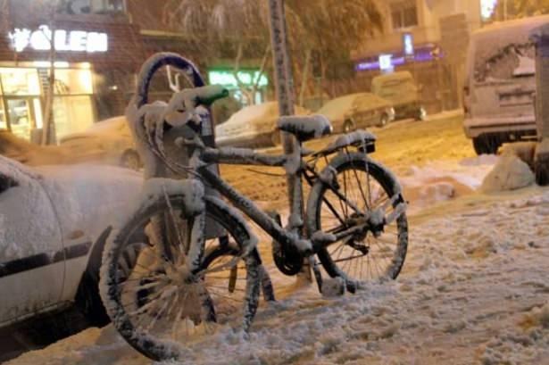Öğrencilere ilk kar tatili Ardahan Göle'de 10