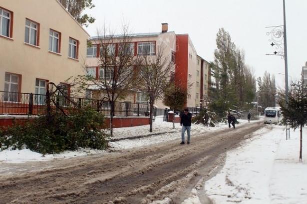 Öğrencilere ilk kar tatili Ardahan Göle'de 4