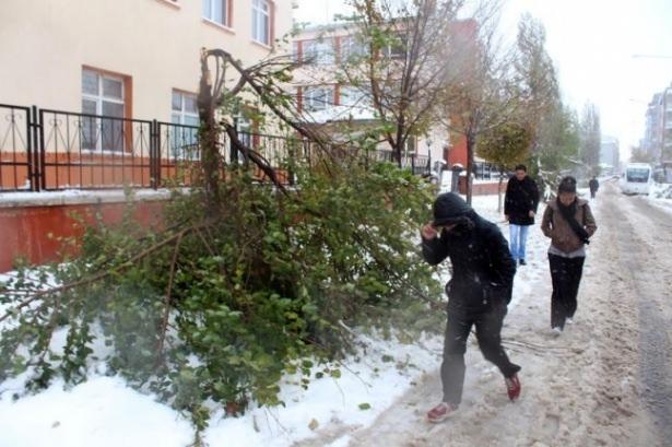Öğrencilere ilk kar tatili Ardahan Göle'de 7