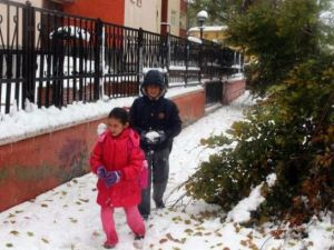 Öğrencilere ilk kar tatili Ardahan Göle'de