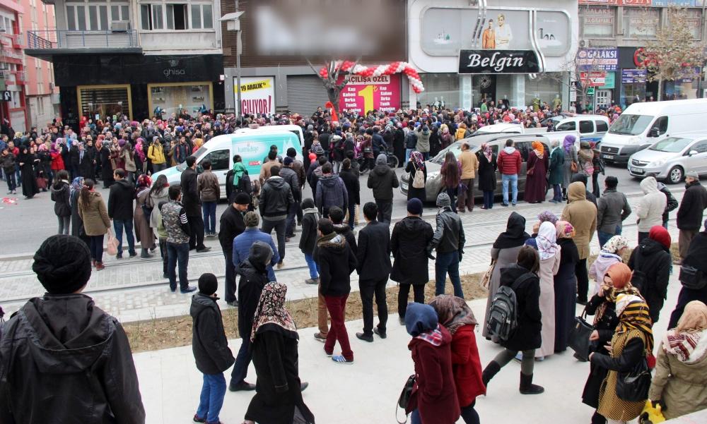 Konya'da 1 Liralık Kampanya İzdihamı 1