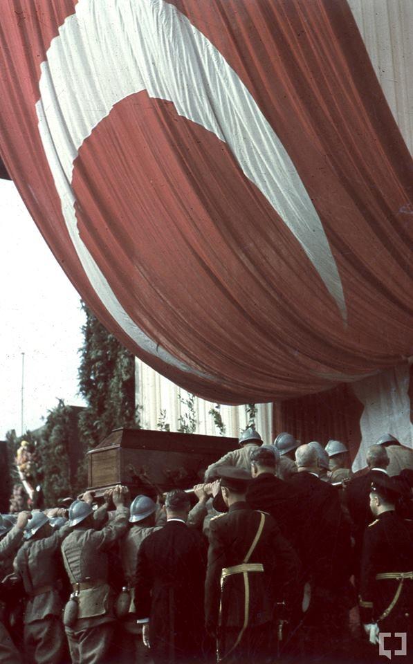 Gazi Mustafa Kemal'in naaşı böyle taşındı 11