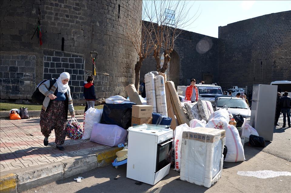 Sur'da vatandaşlar evini terkediyor 1