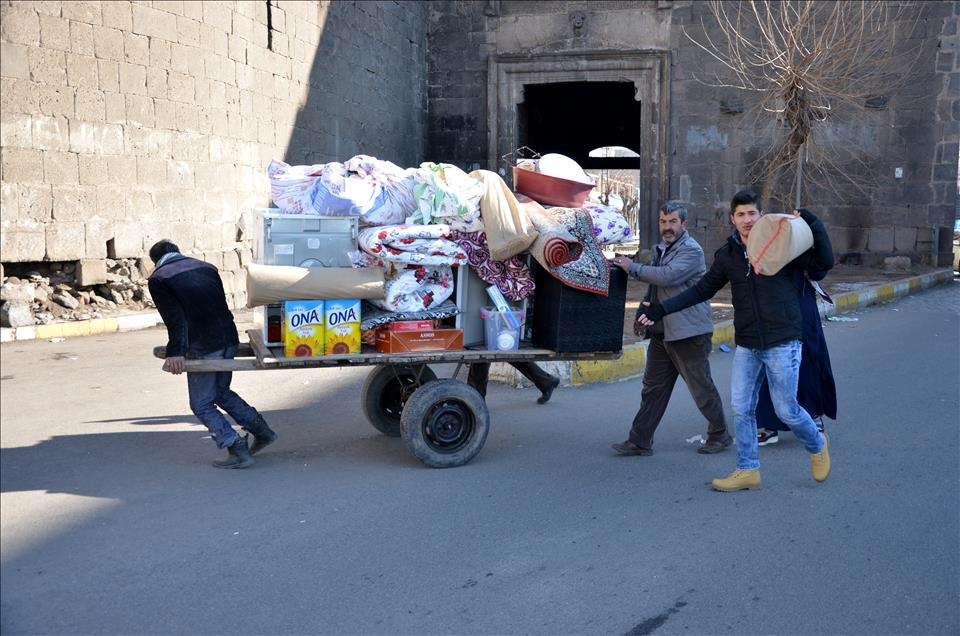 Sur'da vatandaşlar evini terkediyor 14