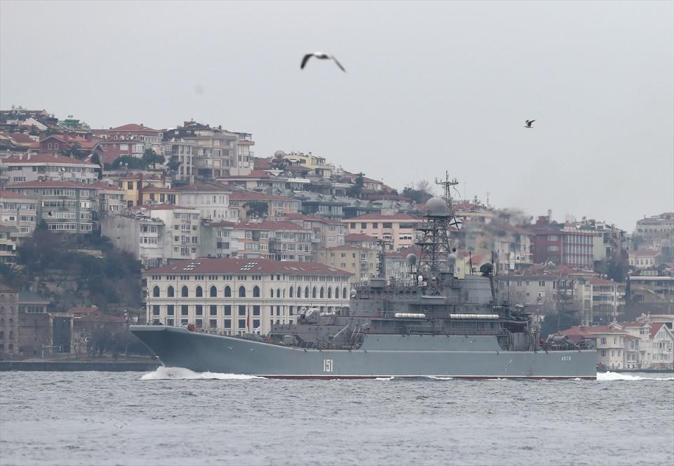 Rus gemileri boğazdan geçti 10