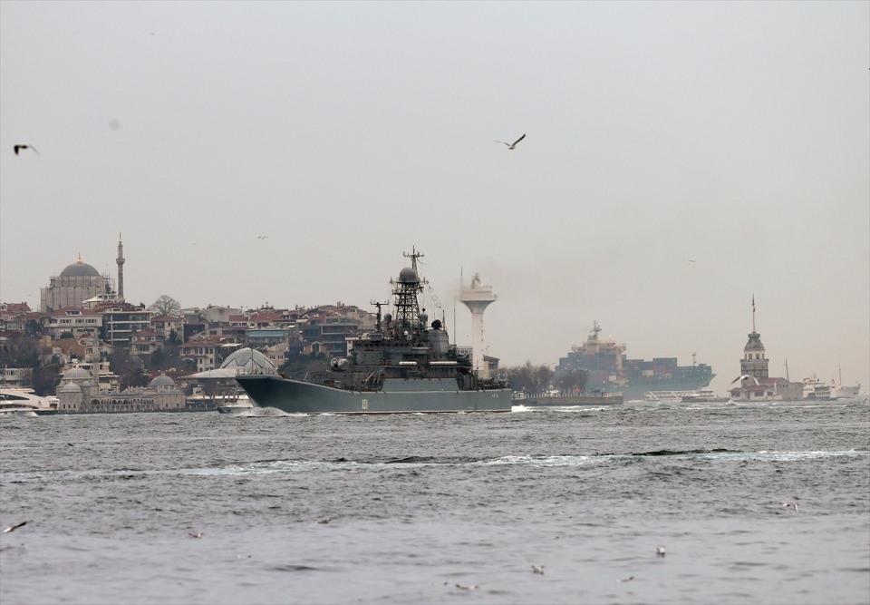 Rus gemileri boğazdan geçti 11