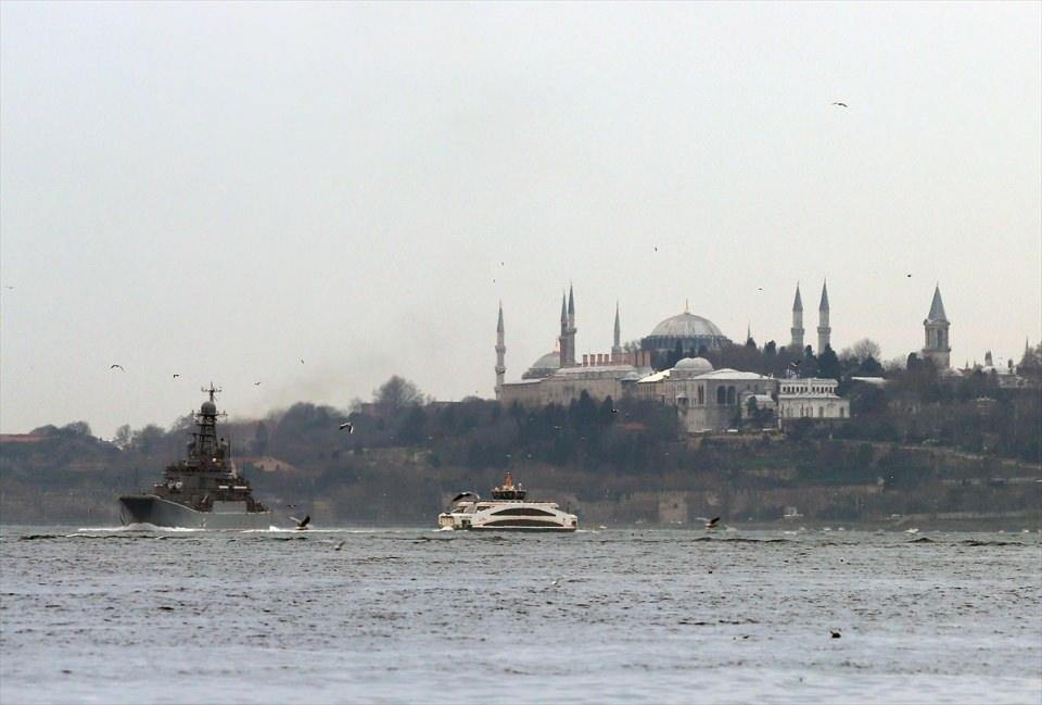 Rus gemileri boğazdan geçti 12