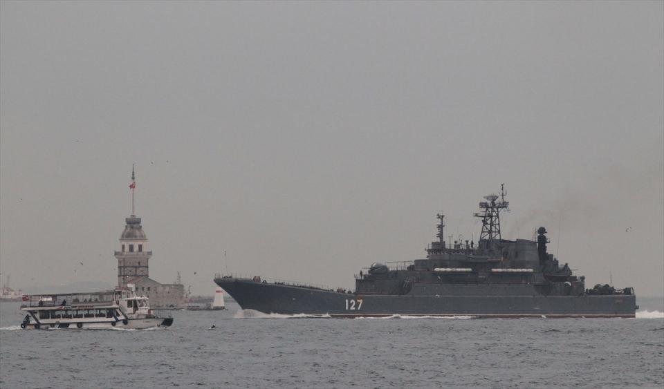 Rus gemileri boğazdan geçti 13