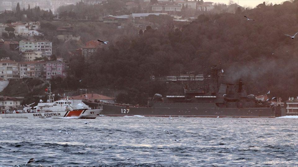 Rus gemileri boğazdan geçti 15