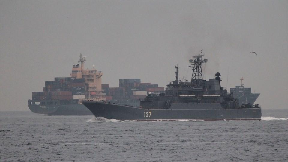 Rus gemileri boğazdan geçti 18