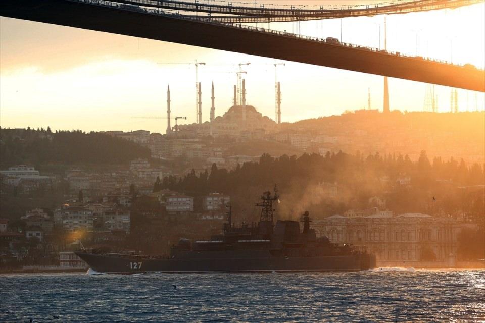 Rus gemileri boğazdan geçti 2