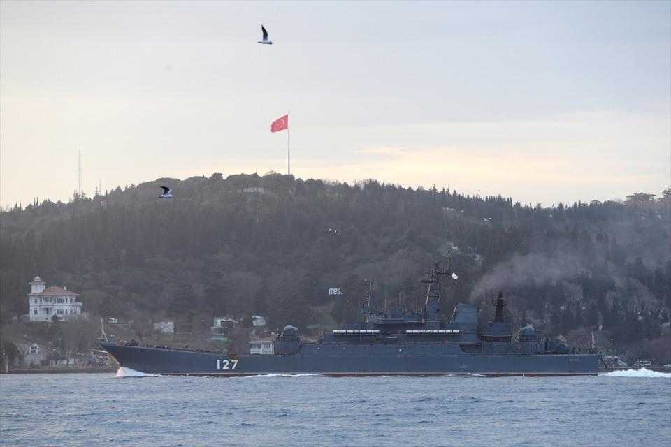 Rus gemileri boğazdan geçti 4