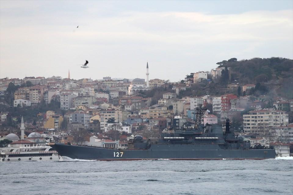 Rus gemileri boğazdan geçti 5