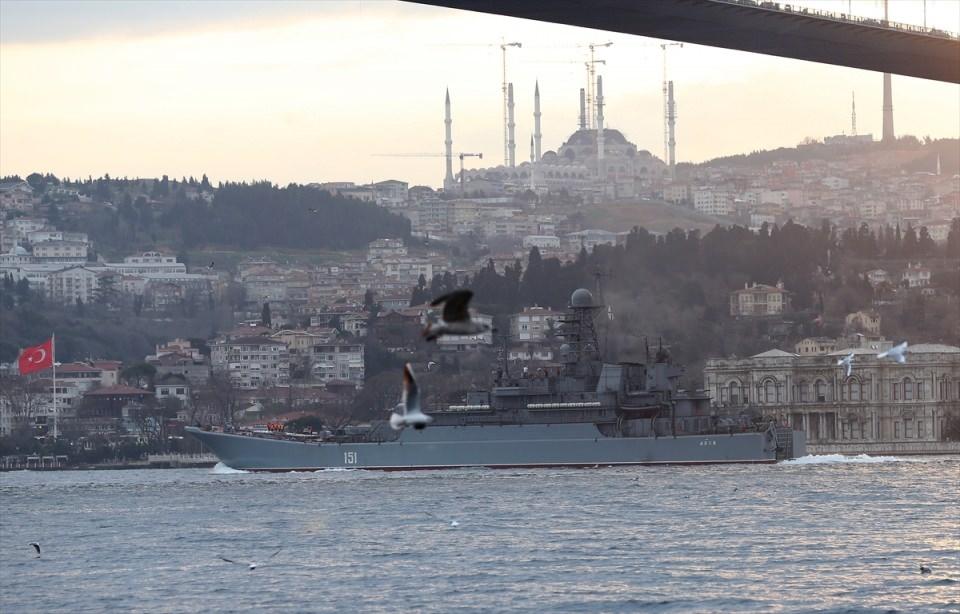 Rus gemileri boğazdan geçti 7