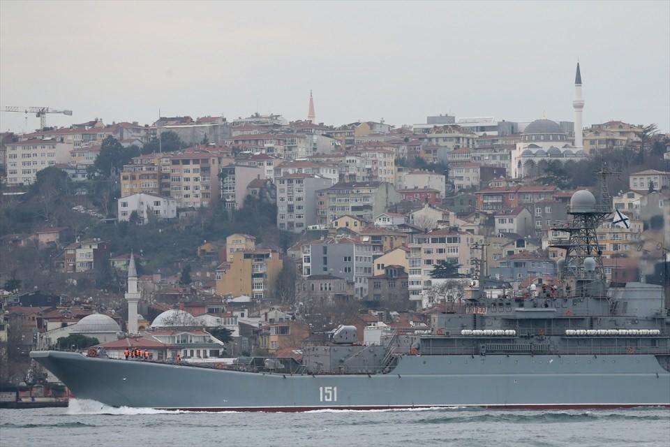 Rus gemileri boğazdan geçti 8
