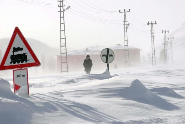 Doğu'nun kar çilesi sürüyor 1