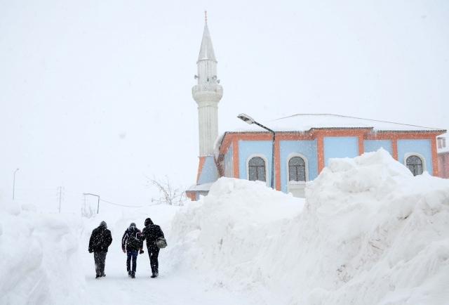 Doğu'nun kar çilesi sürüyor 12