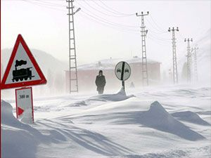 Doğu'nun kar çilesi sürüyor