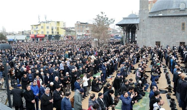 Mehmet Kırkıncı Hoca'yı binler uğurladı 1