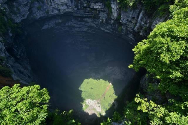 Çin'deki dev mağara ilk kez görüntüledi 1