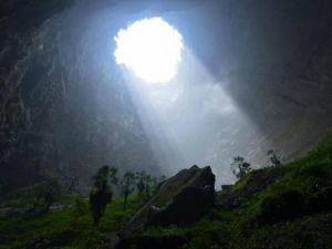Çin'deki dev mağara ilk kez görüntüledi