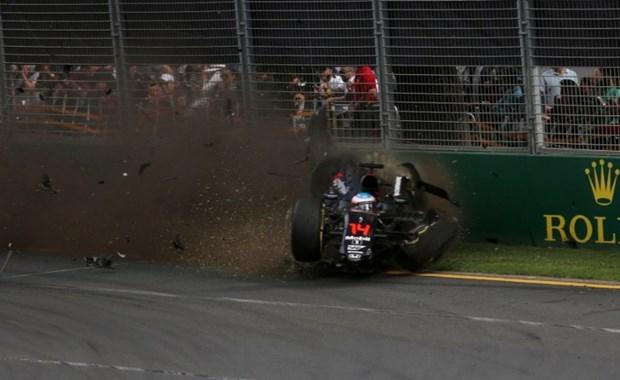 Formula 1'de Alonso kaza yaptı 2