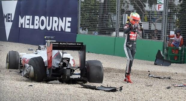 Formula 1'de Alonso kaza yaptı 7