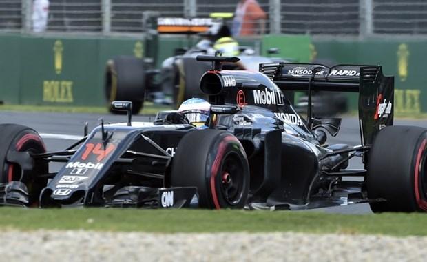 Formula 1'de Alonso kaza yaptı 8