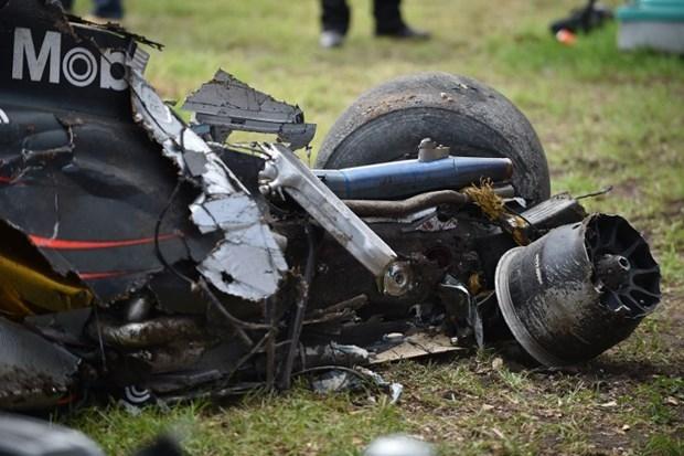 Formula 1'de Alonso kaza yaptı 9