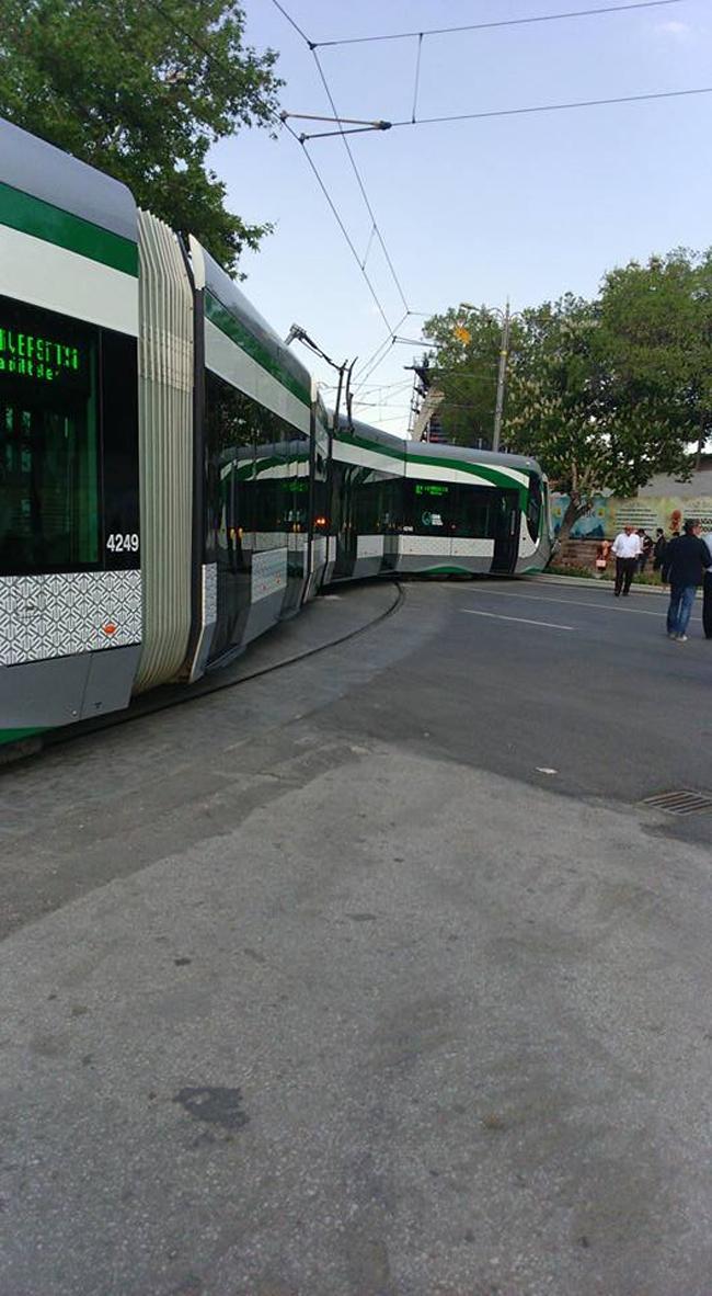 Tramvay raydan çıktı 1