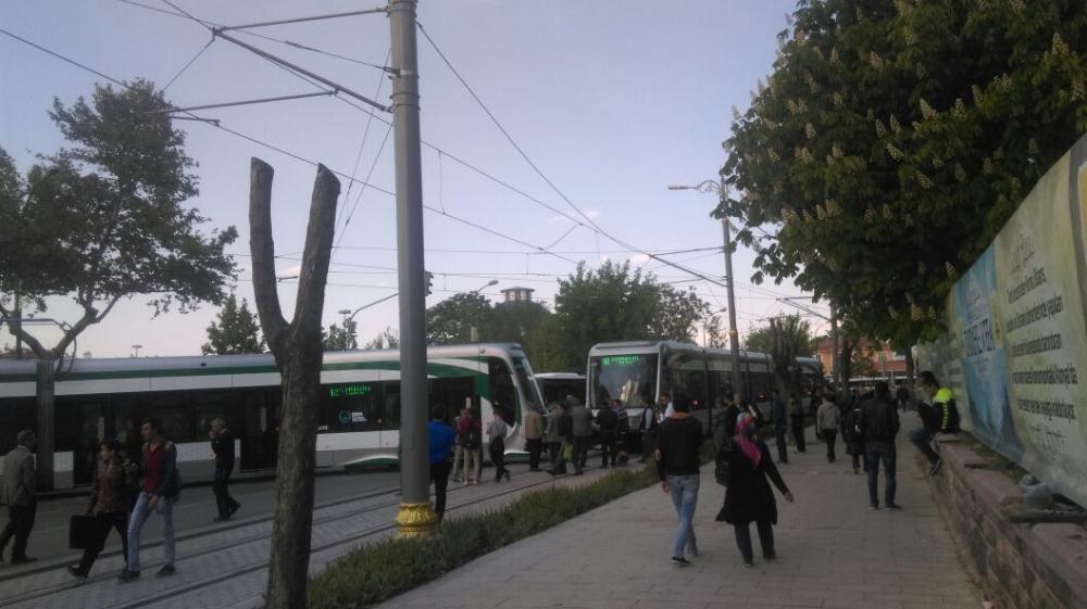Tramvay raydan çıktı 6