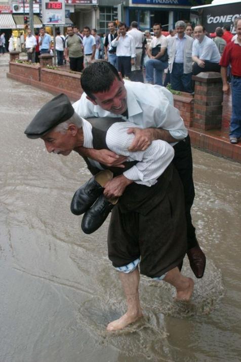 Yağmura yakalanan yurdum insanı 10