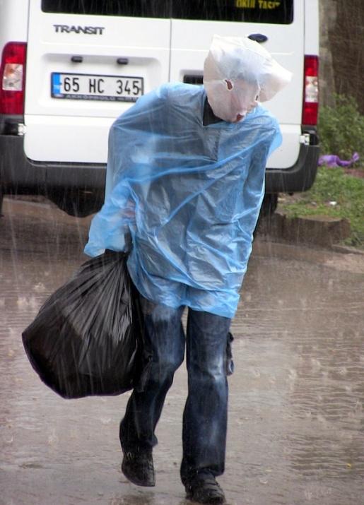 Yağmura yakalanan yurdum insanı 12