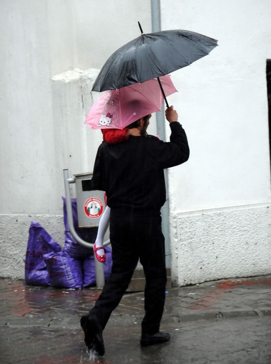 Yağmura yakalanan yurdum insanı 13