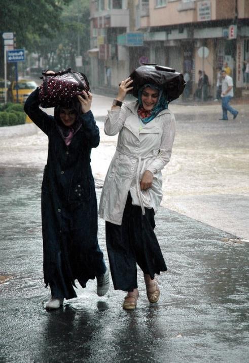 Yağmura yakalanan yurdum insanı 16